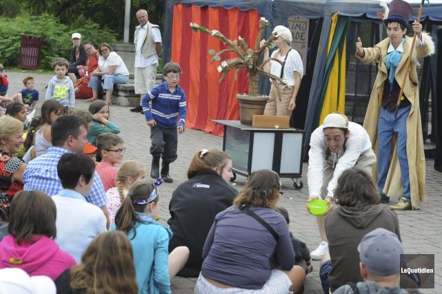 Les activités extérieures du Festival international des arts... ((Photo Le Quotidien, Michel Tremblay))