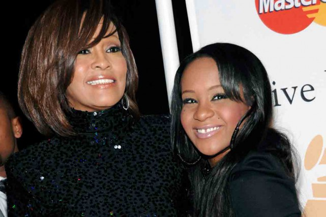 Bobbi Kristina Brown avec sa mère, Whitney Houston.... (Associated Press)