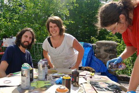 Myriam Benoit (à droite) fait partie des artistes... (La Tribune, Christine Bureau)