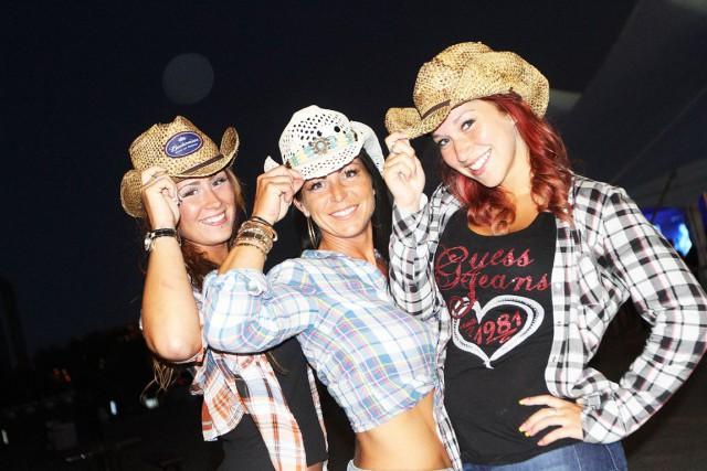 Comment expliquez-vous la popularité grandissante de la musique country, comme...