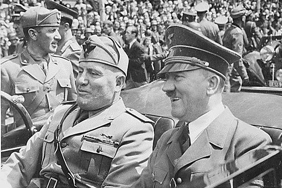 Benito Mussolini et Adolf Hitler...