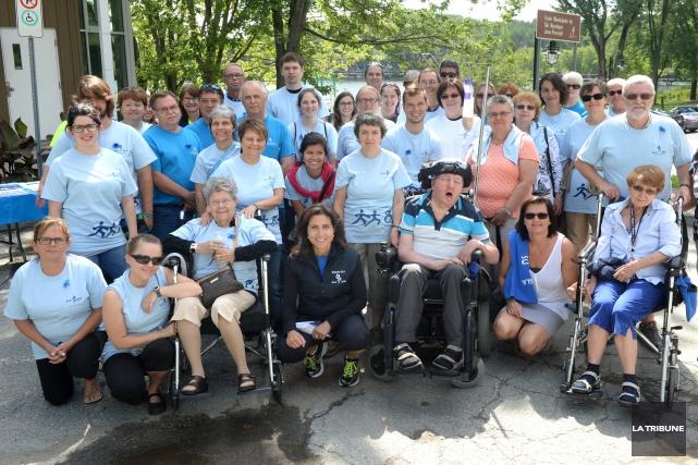 Plusieurs personnes ont marché au parc Jacques-Cartier, samedi,... (Imacom, Maxime Picard)