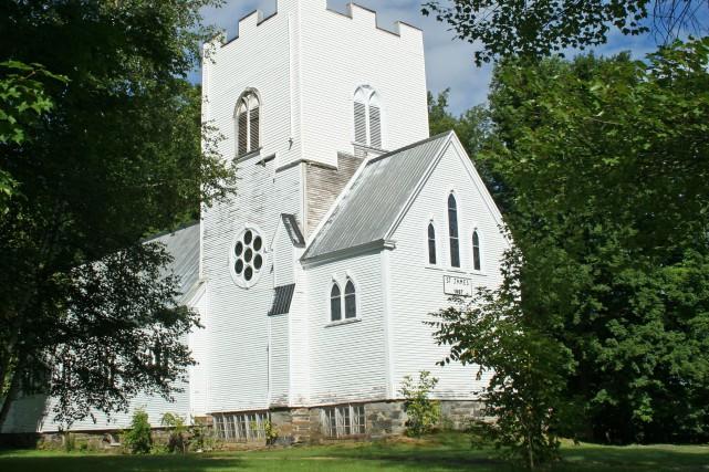 Construite en 1886, l'église Saint-James the Less voit son avenir se jouer... (La Tribune, Maryse Carbonneau)