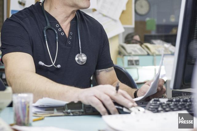 Ces jours-ci, on fait beaucoup de cas du nombre de médecins qui ont franchi le... (Archives La Presse)