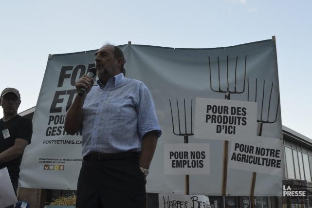 Près de 400 agriculteurs de partout au Québec sont venus demander au ministre... (Photo Louis Potvin)