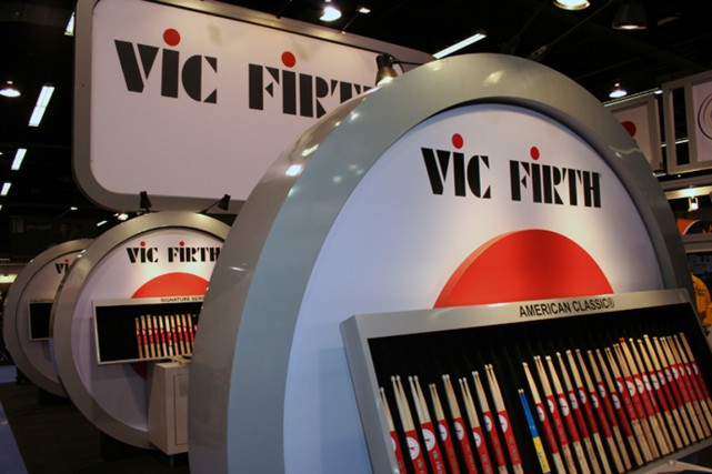 Vic Firth, musicien talentueux qui a révolutionné les baguettes de percussion... (Photo tirée de Wikipédia)