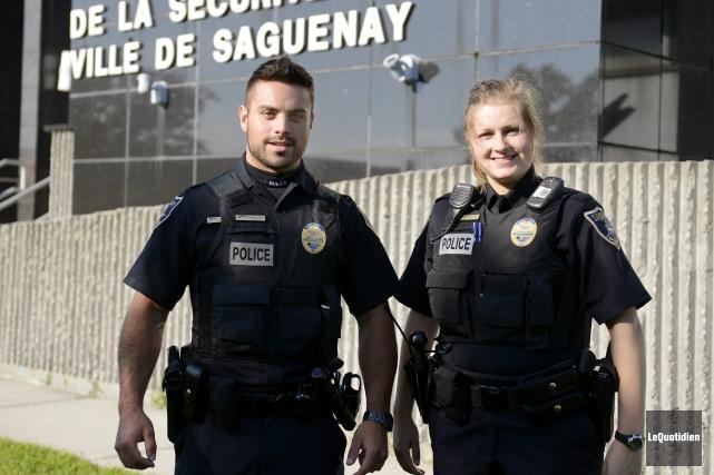 Les agents Jonathan Bolduc et Marie-Ève Gilbert ont... ((Photo Le Quotidien, Jeannot Lévesque))