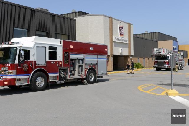 «Les pompiers sont arrivés sur les lieux, ont... ((Photo Le Quotidien, Jeannot Lévesque))
