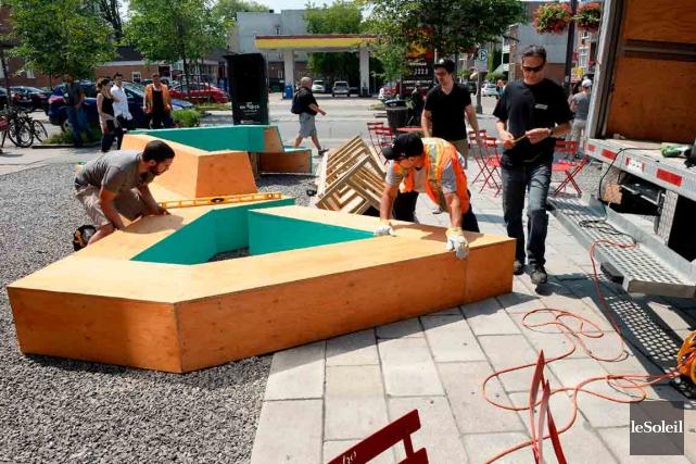 L'aménagement du mobilier pour une place publique temporaire... (Le Soleil, Erick Labbé)