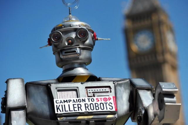 Les robots tueurs, qui pourraient prendre la décision... (Photo CARL COURT, archives AFP)