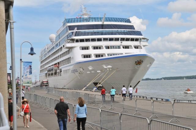 L'arrivée des bateaux de croisière au port de... (Émilie O'Connor)