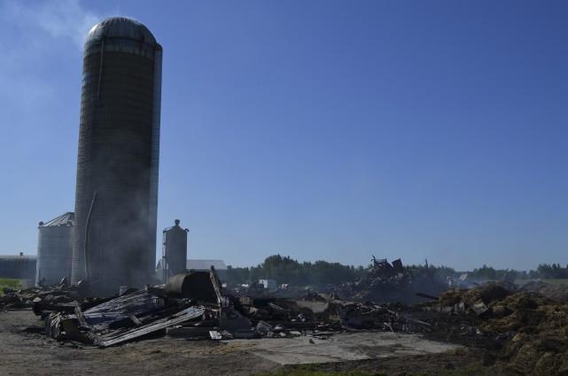 Un incendie a complètement ravagé une ferme située dans le rang Nord à... (Photo Louis Potvin)