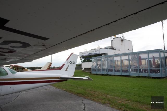 Le fédéral permet aux aéroports, comme celui de Sherbrooke, d'avoir accès aux... (Archives La Tribune, René Marquis)
