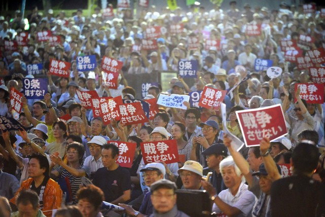 Malgré la chaleur étouffante, quelque 15000 personnes, selon... (PHOTO TOSHIFUMI KITAMURA, AFP)