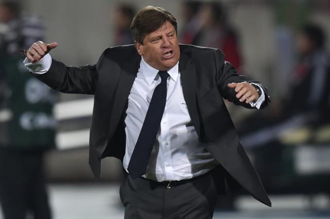 Le sélectionneur de l'équipe de soccer du Mexique,... (Photo Rodrigo Arangua, archives AFP)