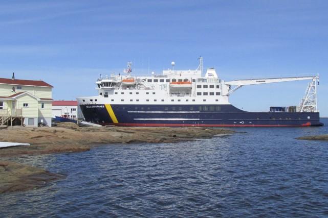 Le Bella Desgagnés, à Harrington Harbour... (GROUPE DESGAGNES INC.)