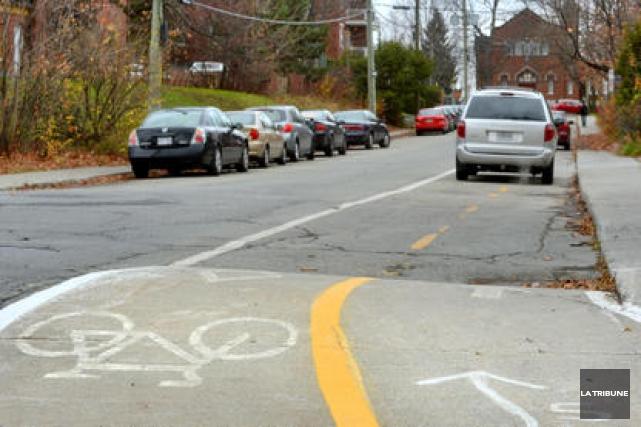 La Ville de Sherbrooke construira 10 nouveaux tronçons de pistes cyclables dans... (Archives La Tribune, Jessica Garneau)