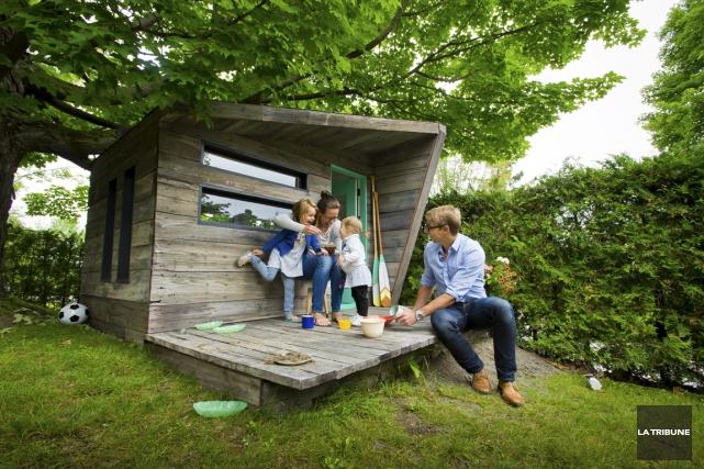 La maisonnette n'est pas perchée, mais douillettement nichée... (Photo Jessica Garneau, La Tribune)