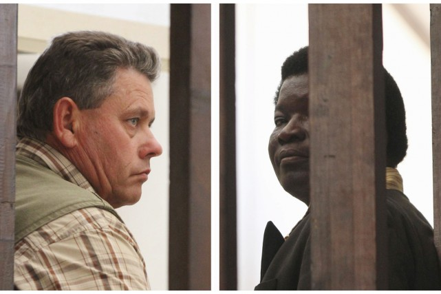 Au petit tribunal de Hwange, seuls Theo Bronkhorst... (PHOTOS PHILIMON BULAWAYO, REUTERS)