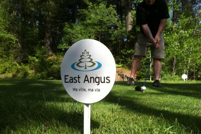La Ville de East Angus et la compagnie Cascades ont officialisé le transfert du... (Photo fournie)