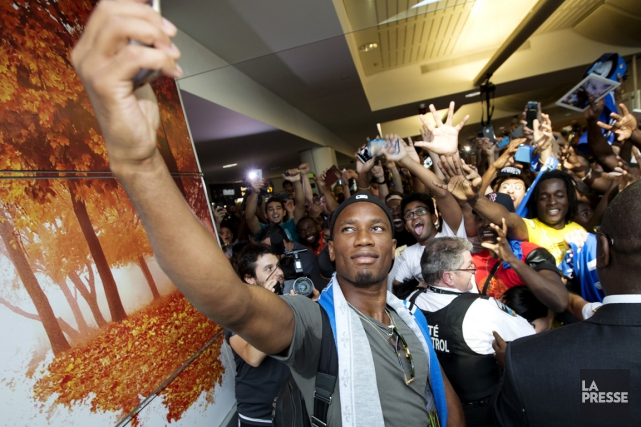 Didier Drogba a pris un égoportrait, mercredi, avec... (Photo Olivier Jean, La Presse)