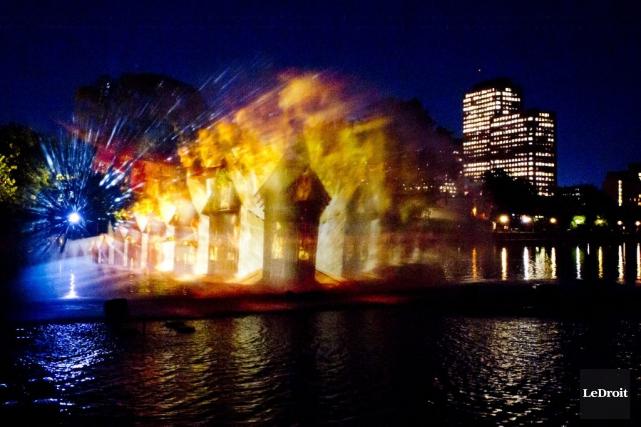 Le spectacle se termine par le Grand feu... (Martin Roy, LeDroit)