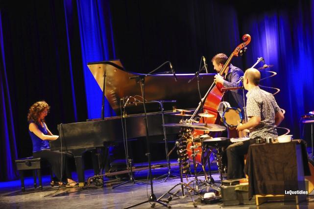 Le trio a joué une dizaine de pièces... ((Photo Le Quotidien, Gimmy Desbiens))