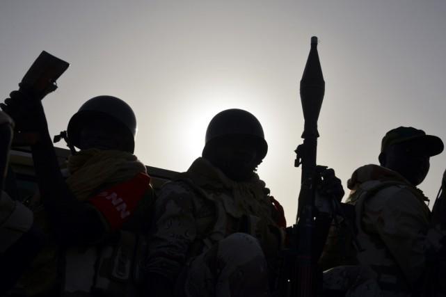 Des soldats nigériens patrouillent à Bosso, près de... (PHOTO SSOUF SANOGO, ARCHIVES AFP)