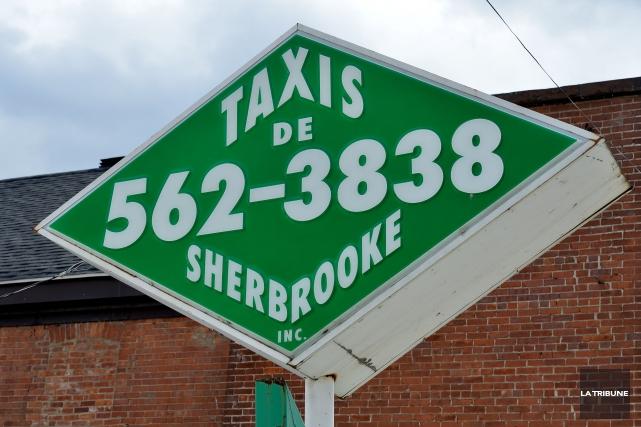 Un éclair a frappé les installations de la compagnie Taxi de Sherbrooke, lundi,... (Archives La Tribune, Jessica Garneau)