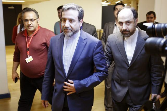 Le ministre Araghchi (au centre) a également souligné... (PHOTO ARCHIVES AFP)