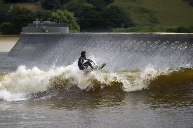 Contrairement aux piscines à vagues, qui nécessitent des... (PHOTO OLI SCARFF, AFP)