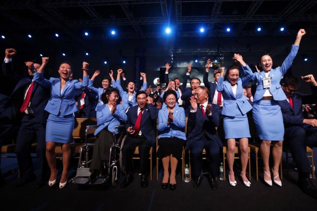 La délégation de la ville de Pékin a... (Photo Olivia Harris, AFP)