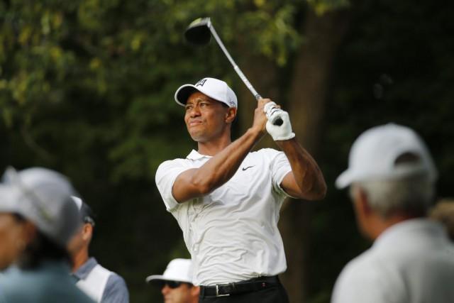 Tiger Woods est de retour sous les 70, mais ce ne fut pas facile. Woods a... (Associated Press)