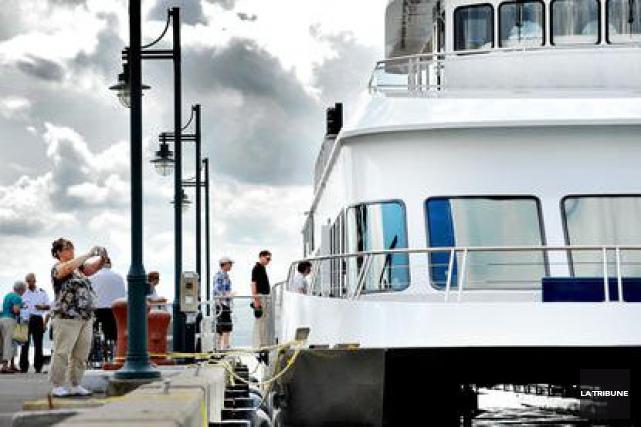 Malgré un début de saison sous la flotte, le bateau le Grand Cru connaît une... (Archives La Tribune, Jocelyn Riendeau)