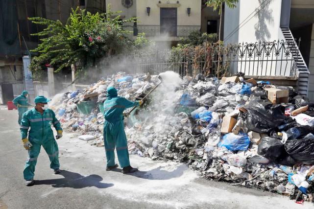 La crise des déchets a commencé le 17... (PHOTO BILAL HUSSEIN, AP)
