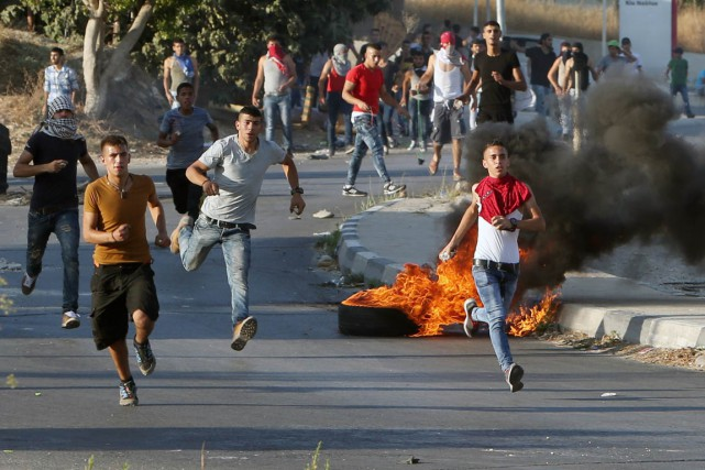 Des Palestiniens ont protesté, vendredi, au point de... (Photo JAAFAR ASHTIYEH, AFP)