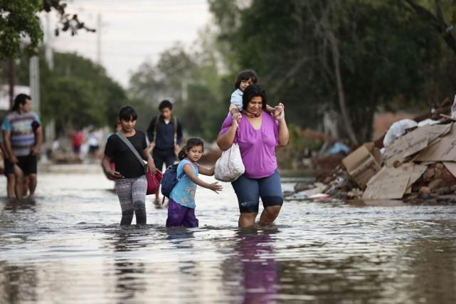 Victoria Barreto et ses enfants ont été obligés... (Photo Jorge Saenz, AP)