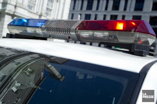Une collision impliquant un autobus et une automobile a fait un mort et 23... (PHOTO ARCHIVES LA PRESSE)