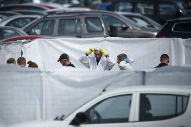 Selon la police locale, le pilote et trois... (Photo Luke MacGregor, Reuters)