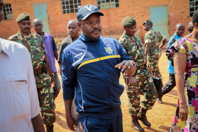Le présidentPierreNkurunziza se rendant voter le 21 juillet,... (PHOTO BERTHIER MUGIRANEZA, ARCHIVES AP)