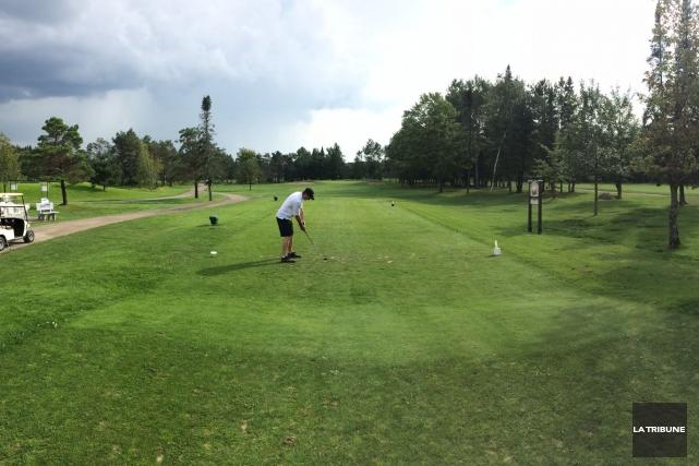 Les nouveaux propriétaires du Club Golf et Académie Longchamp Marc Viens et... (La Tribune, Sébastien Lajoie)