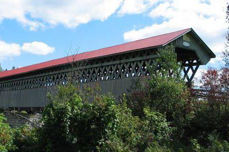 Il y a plusieurs choses à dire au sujet du pont couvert de Lingwick, dont le...