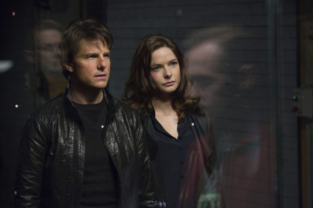 Tom Cruise et Rebecca Ferguson dans une scène... (David James)