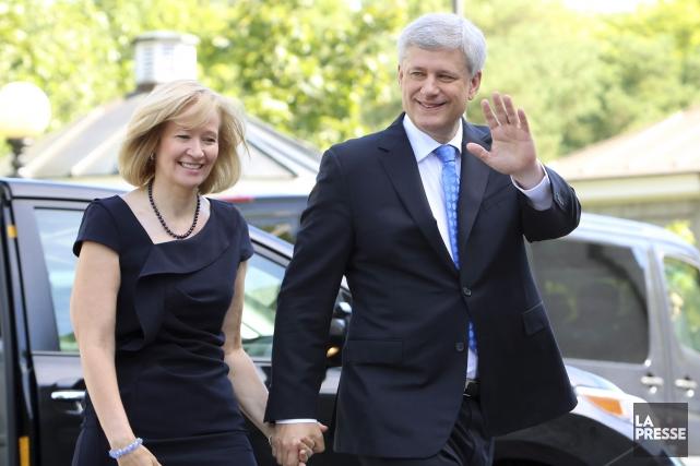 Stephen Harper et son épouseLaureen dimanche... (La Presse Canadienne)