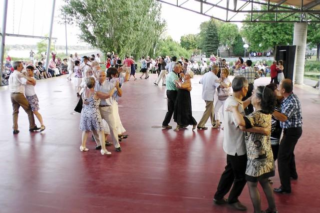 La série documentaire Sortons danser sera diffusée à...