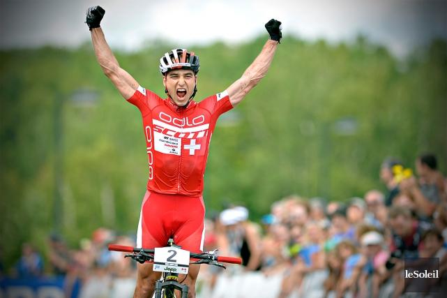 Le Suisse Nino Schurter a remporté hier sa... (Le Soleil, Pascal Ratthé)