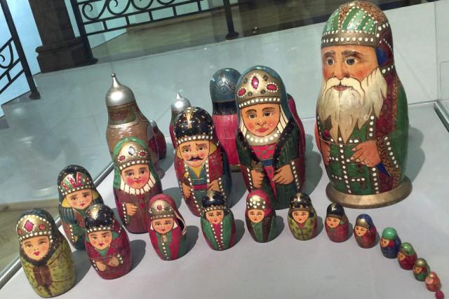 Pour nombre de touristes, la «matriochka» représente un souvenir indispensable... (PHOTO AFP)