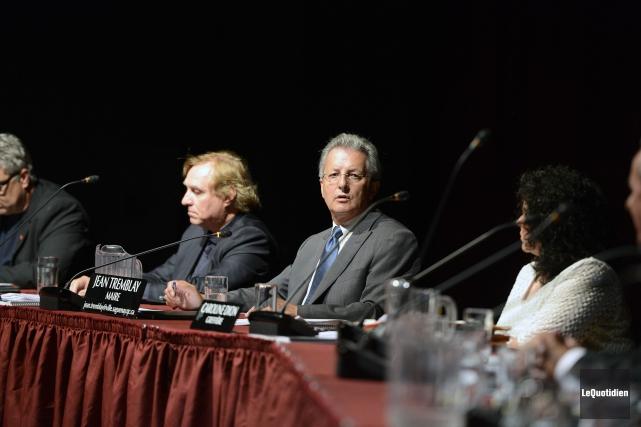 Lors de la présentation, le maire Jean Tremblay... ((Photo Le Quotidien, Jeannot Lévesque))