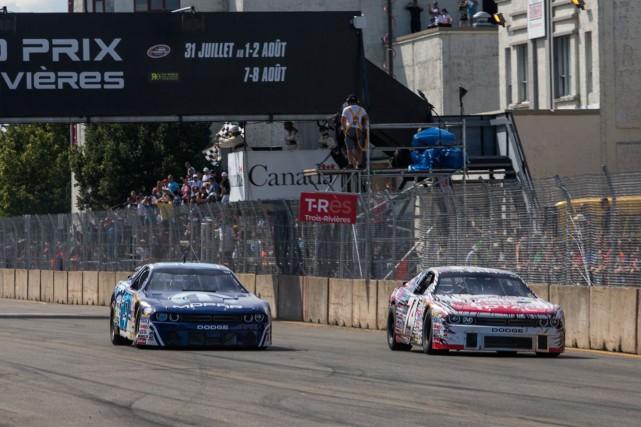 La voiture d'Andrew Ranger (à gauche) et celle... (Photo: Olivier Croteau)