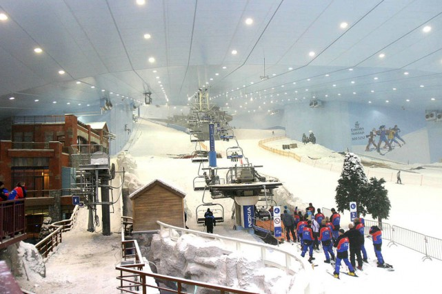 Dubaï dispose déjà d'une station de ski artificielle... (PHOTO ARCHIVES AP)